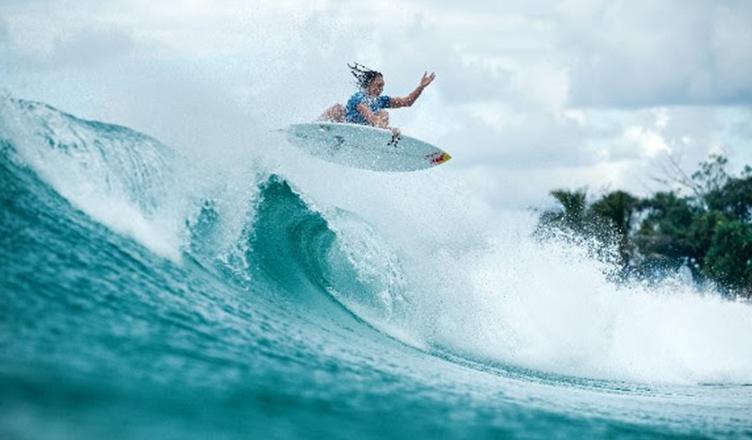 Surfe feminino em ação?