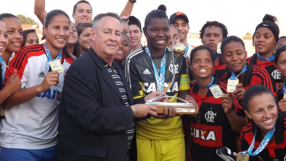 Com mulheres, Fla é campeão carioca, melhor do Brasileiro e favorito em duelo com Corinthians