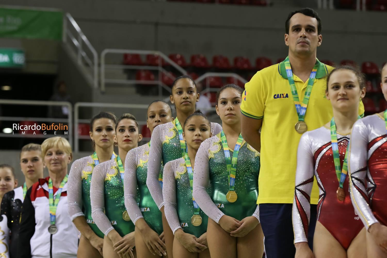 Brasil leva ouro e classifica equipe completa para Rio 2016
