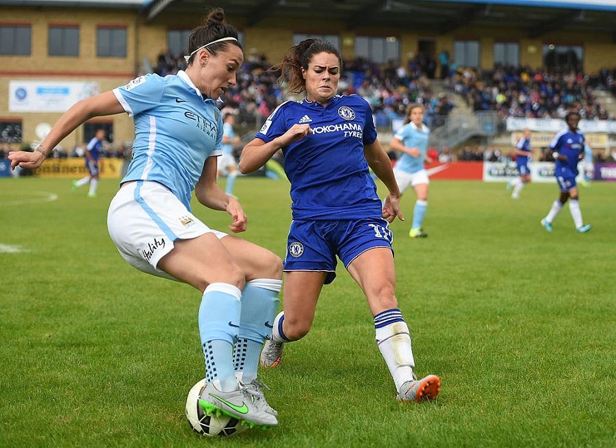 Saudades da Premier League? Times grandes colocam mulheres em campo e não deixam o futebol inglês parar