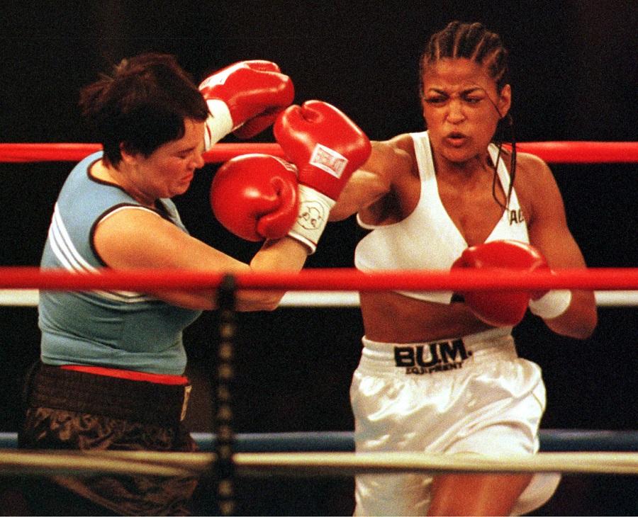 Única filha a seguir os passos do pai, Laila Ali se aposentou invicta dos ringues