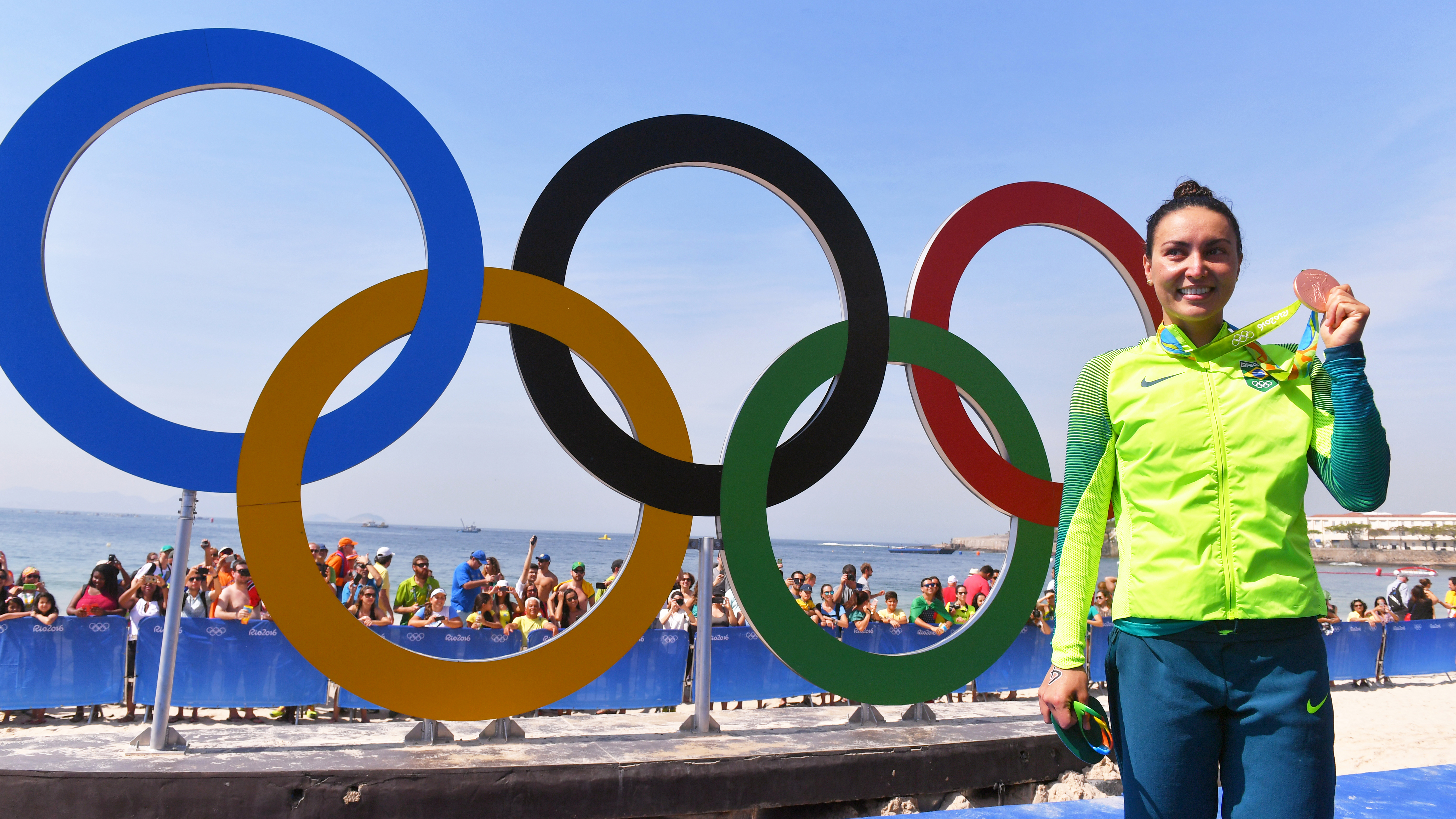 Bronze nos Jogos Olímpicos, Poliana Okimoto já chorou por medo do mar e precisou 'driblar' leão marinho para competir