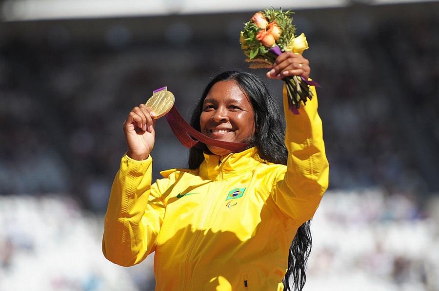 Shirlene Coelho é a primeira mulher porta-bandeira da delegação paralímpica do Brasil