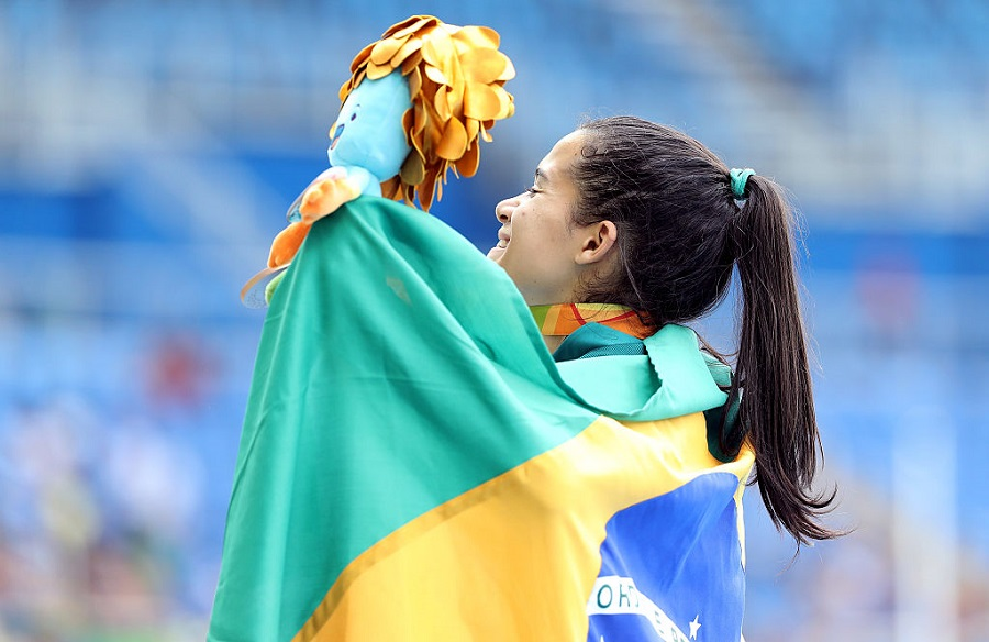 Primeira brasileira com duas medalhas no Rio superou AVC, tumor e cirurgias