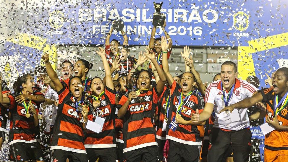 Com mulheres, 'cheiro de título' é rotina, e Flamengo pode ser campeão de tudo em 2016