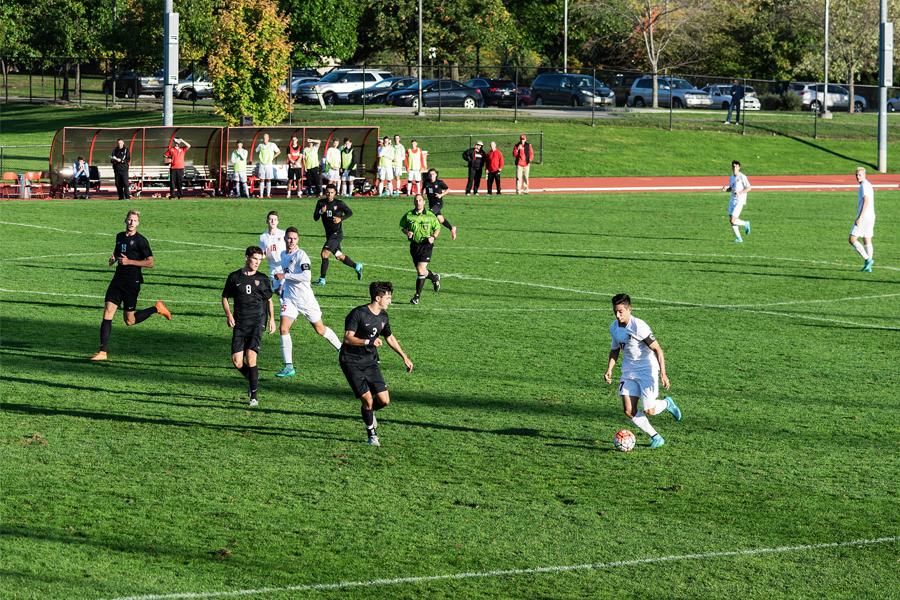 Por machismo do time masculino, Harvard cancela sua temporada de futebol