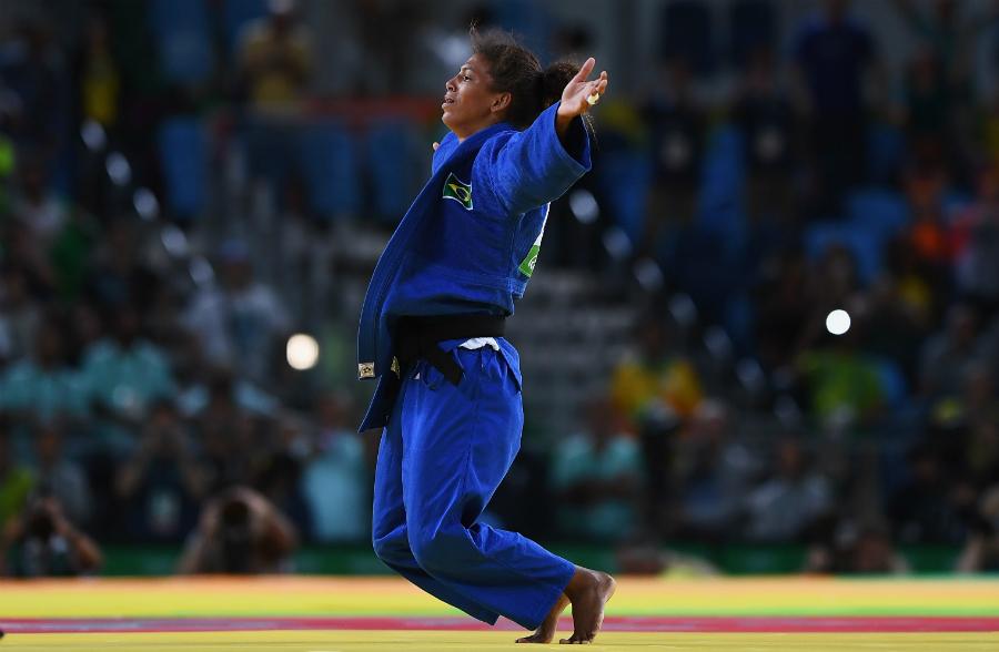 De Stamata a Rafaela, dez fatos marcantes da luta das mulheres por igualdade no esporte