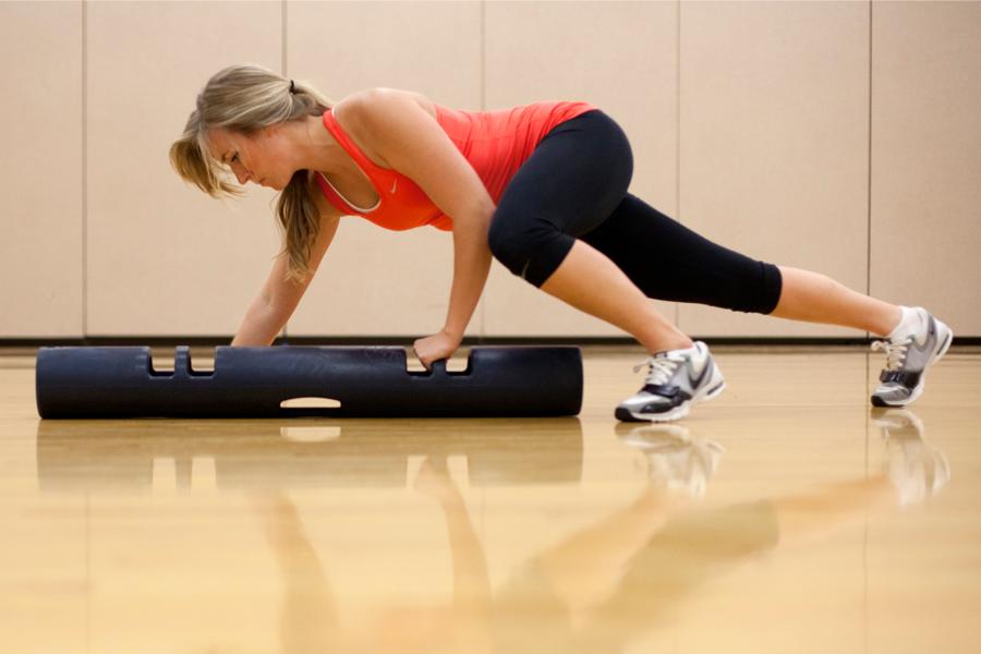 Tiger Crawl: exercício que imita o andar do tigre é uma das novas febres fitness