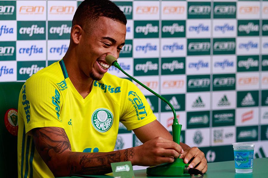 Mãe diz que Gabriel Jesus jogava com City no videogame e promete volta