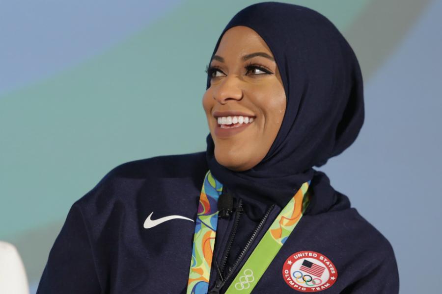 Ibtihaj Muhammad, uma atleta muçulmana que marcou o esporte feminino em 2016