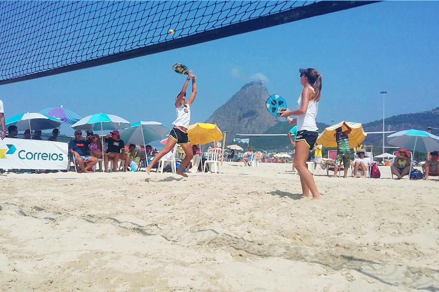 Das quadras para as areias: Beach Tennis cresce no Brasil e tem até dupla campeã mundial