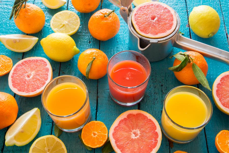 Cinco receitas de sucos que vão refrescar o seu verão