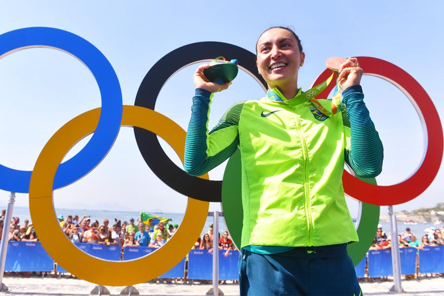Confira quais são as músicas que inspiram a maratonista aquática Poliana Okimoto