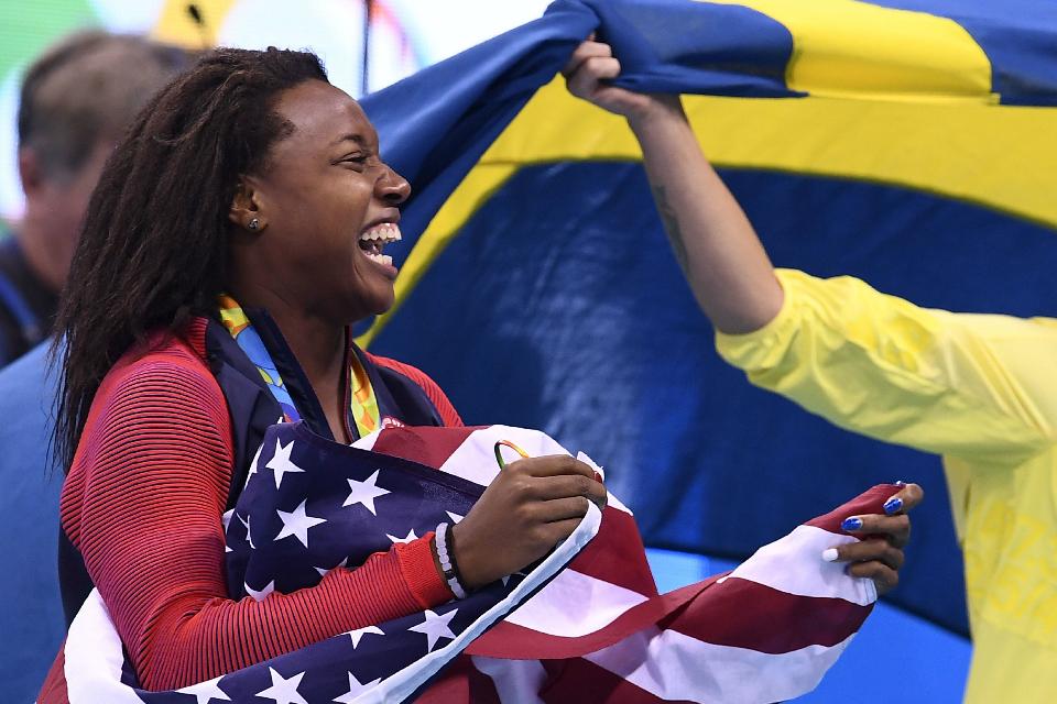 Simone Manuel é primeira atleta negra campeã olímpica de Natação (Getty Images)