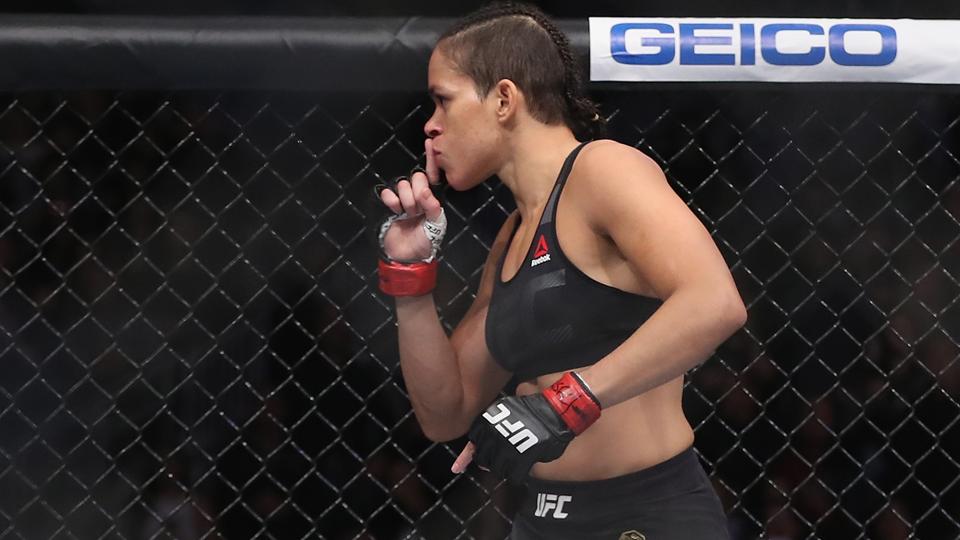 Amanda Nunes volta a alfinetar Ronda Rousey: 'Não sei como tantas garotas perderam para ela'
