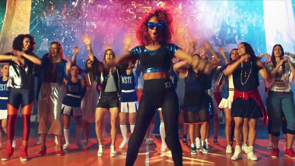 Dani Lins, Camila Brait e outras jogadoras de vôlei do Osasco são 'donas do rolê' em novo clipe da rapper Karol Conka