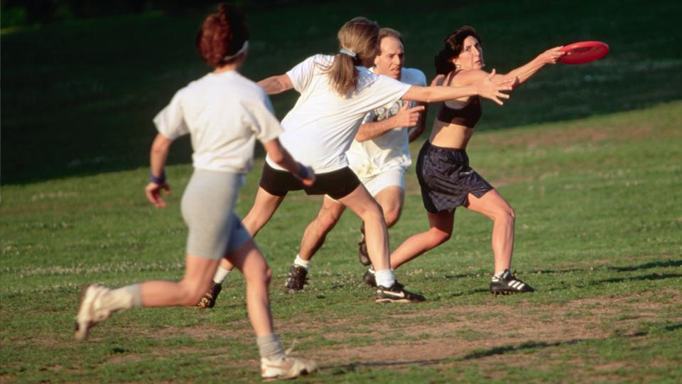 Ultimate une frisbee, futebol americano e basquete em uma modalidade tão curiosa quanto emocionante