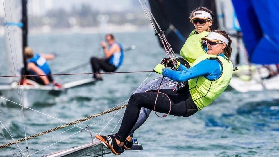 Martine Grael e Kahena Kunze vencem e confirmam título da etapa de Miami