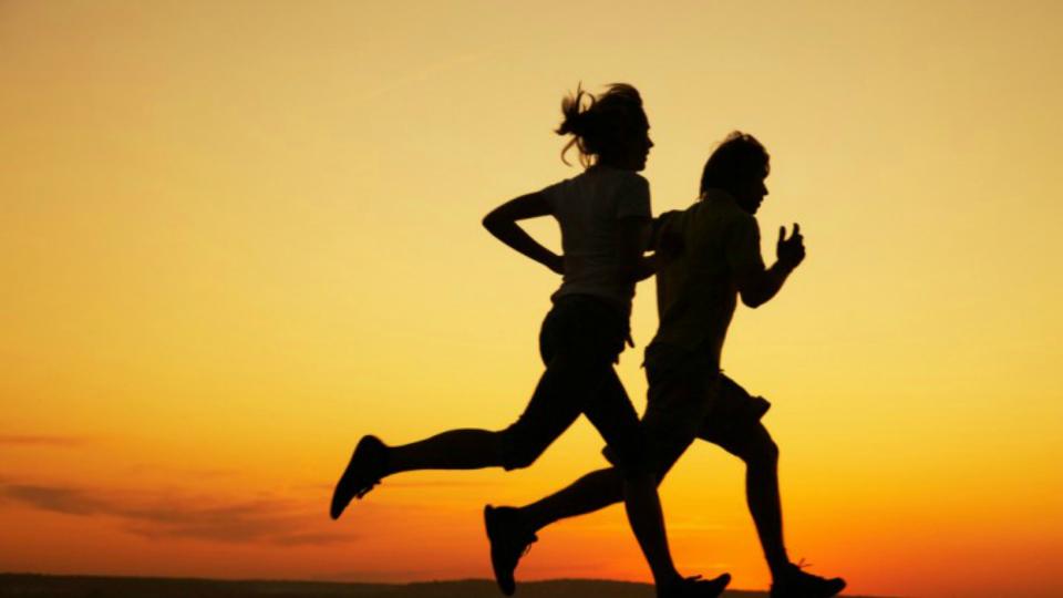 Dicas de corrida: Saiba como acertar os braços e a passada para evoluir