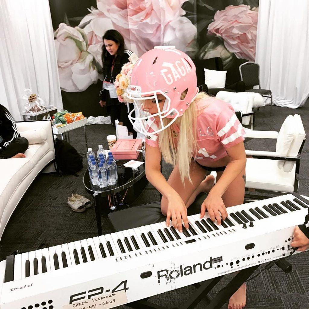 Lady Gaga no aquecimento para o halftime Reprodução/Instagram