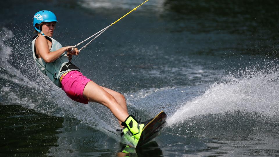Saiba mais sobre o wakeboard, o esqui que dispensa neve