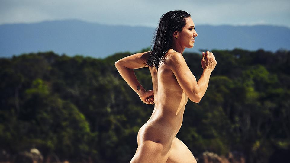 Revista celebra o corpo com ensaios fotográficos de atletas profissionais e amadores