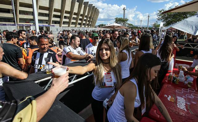 ESPN FC: Domingo tem futebol, cerveja e mulher-enfeite