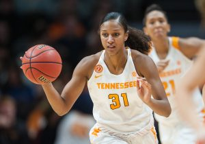 Destaque do Tennessee Lady Vols, Jamie domina a bola na arena em Knoxville, TN. (Getty Images)