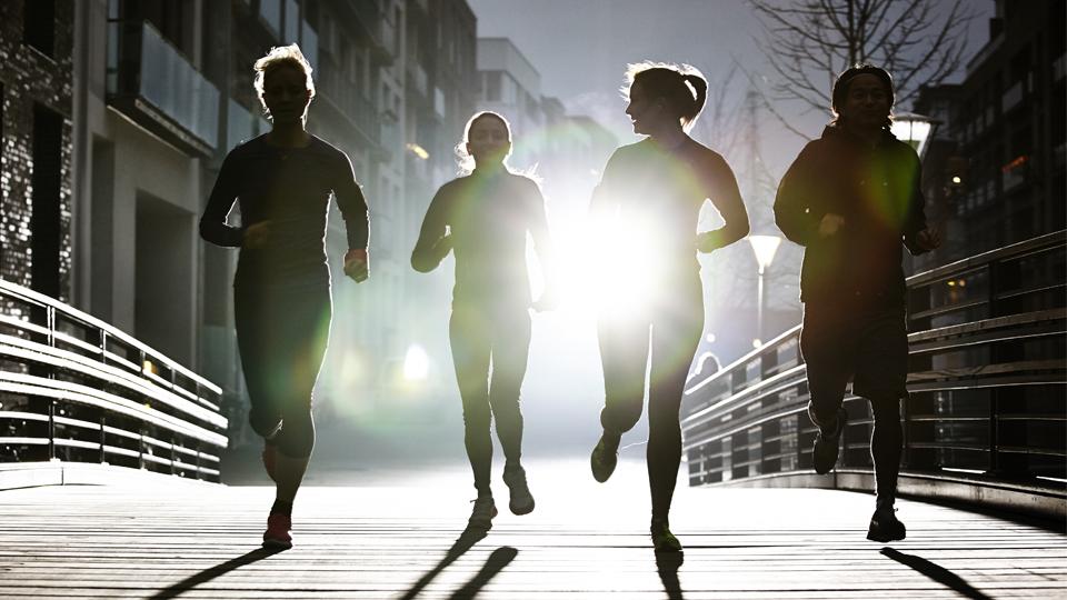 Reunir as amigas para treinar corrida juntas traz benefícios para todas