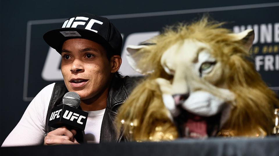 Brasileiras faturam dois prêmios no 'Oscar' do MMA