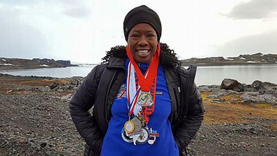 A norte-americana Lisa Davis correu sete maratonas em sete dias nos sete continentes… E quer mais