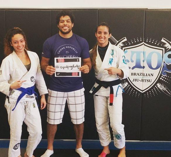 André e Angélica Galvão com sua aluna Crystal também apoiam \o/ (Instagram: @equalpayforbjj)
