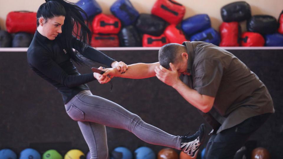 Modalidade voltada para defesa pessoal, Krav Maga terá aulas gratuitas para mulheres no final de semana