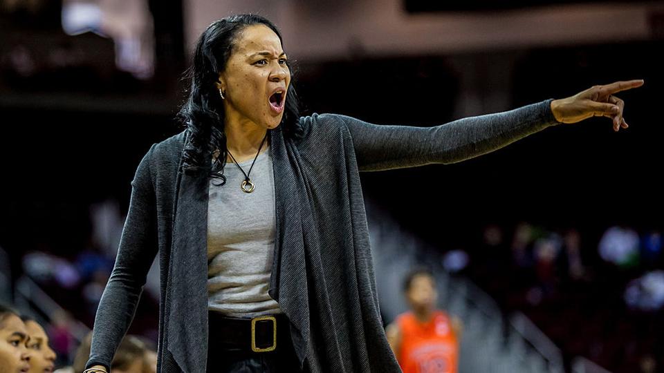 Nova treinadora da seleção de basquete dos EUA brilhou tanto como jogadora que tem até dia em sua homenagem
