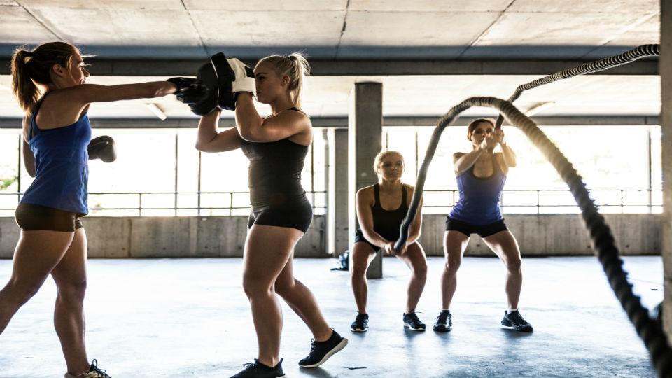 Os movimentos do dia a dia ganharam um nível de dificuldade e viraram aulas nas academias