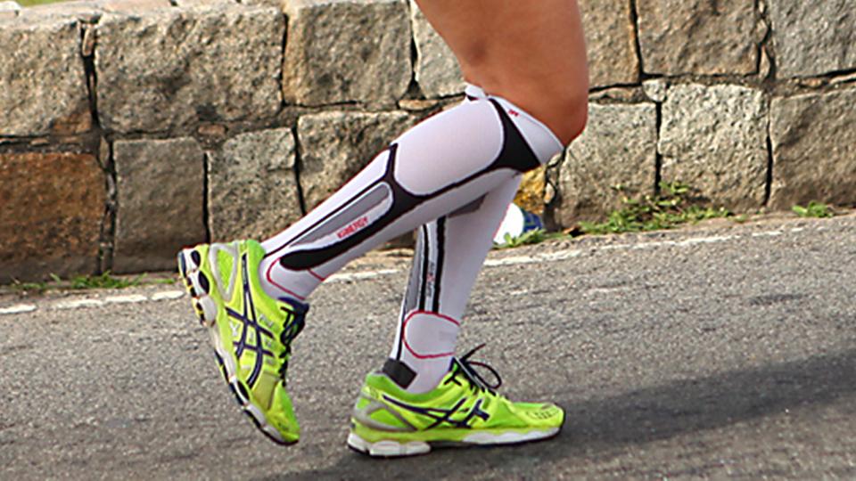 Conheça os prós e os contras do uso de meias de compressão na corrida