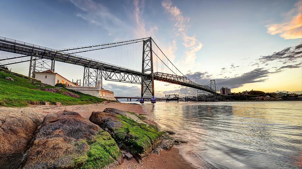 Florianópolis é o lugar perfeito para tomar um sol, dar um mergulho ou… praticar remo