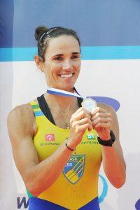 Fabiana Beltrame com sua medalha de ouro (Getty Images)