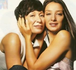 Sabrina e sua mãe, figura fundamental durante toda a sua vida, principalmente nessa fase (Reprodução Facebook)