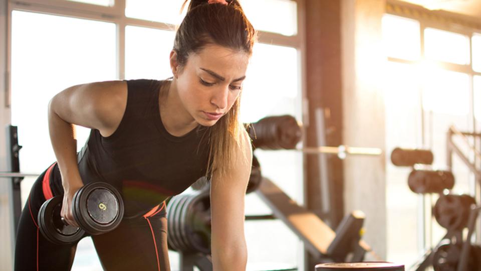 Musculação queima calorias até 48 horas depois do exercício