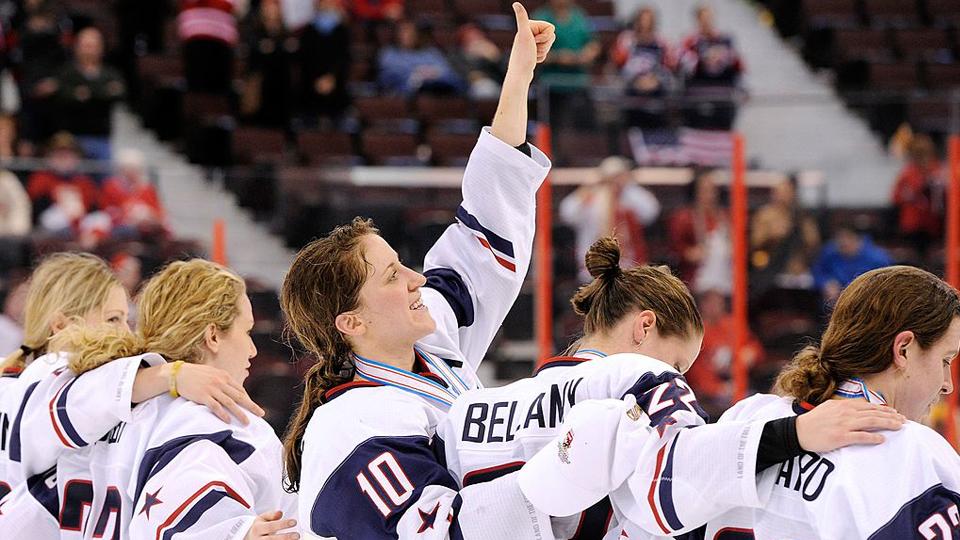 Federação e atletas chegam a acordo e seleção feminina de hóquei no gelo dos EUA vai disputar Mundial com equipe principal