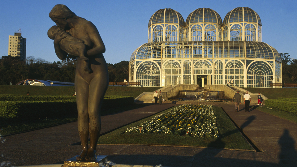 Curitiba promove um encontro harmonioso entre arquitetura e natureza