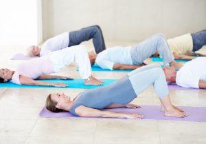 O pilates solo utiliza o peso do corpo e ativa todos os músculos (Getty Images)