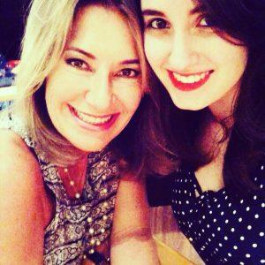 Silvia e sua filha Isabela (Reprodução Facebook)