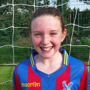 Sophie é a capitã do time e joga no meio de campo (Reprodução Crystal Palace Ladies FC)