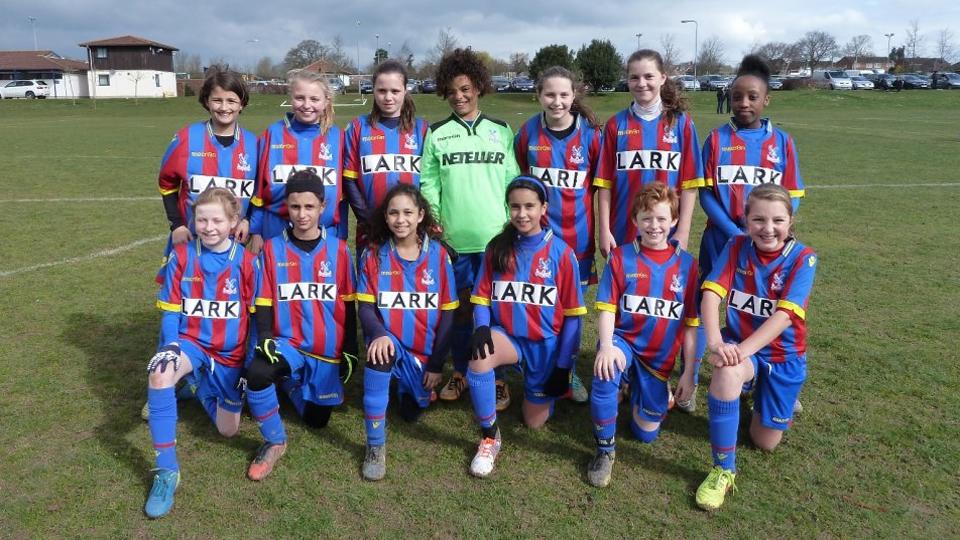 Sub-12 do Crystal Palace Ladies já fazia sucesso em torneios femininos e agora vence até time só de garotos