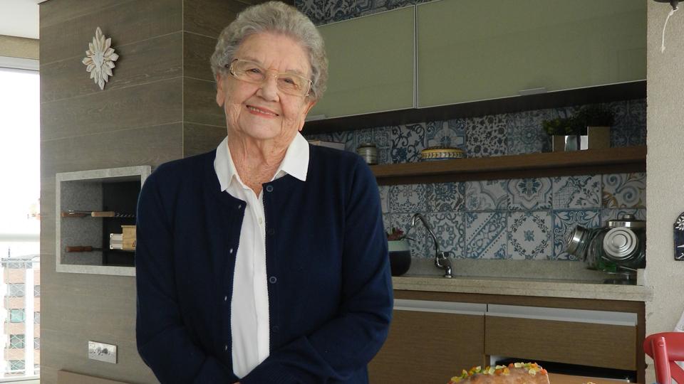 Em entrevista exclusiva, Palmirinha Onofre fala sobre Páscoa e compartilha uma deliciosa receita