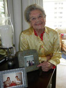 Palmirinha mostra fotos de sua família (Arquivo Pessoal)