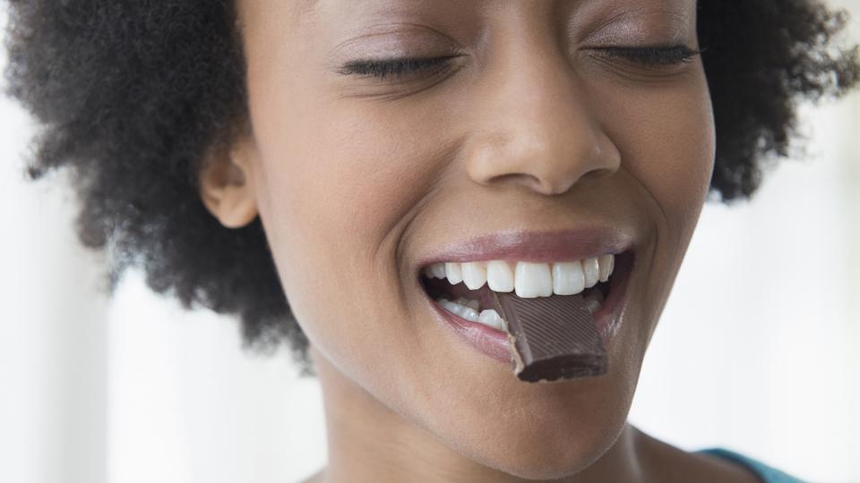 Para quem busca uma Páscoa saudável e equilibrada, o chocolate também pode fazer parte do menu