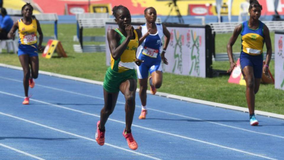 Novo fenômeno das pistas? Pare tudo e veja a jamaicana de apenas 12 anos bater o recorde de uma prova de 200m